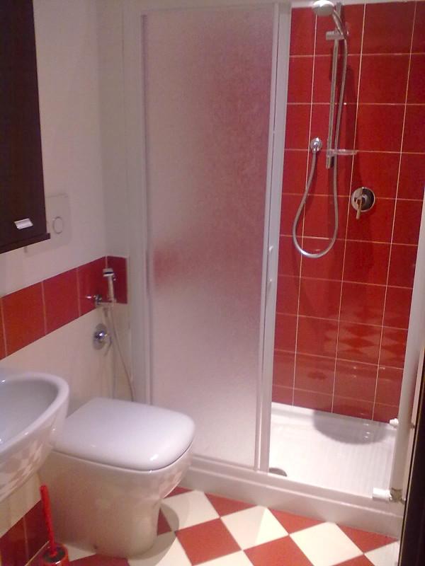 camera rossa - bagno