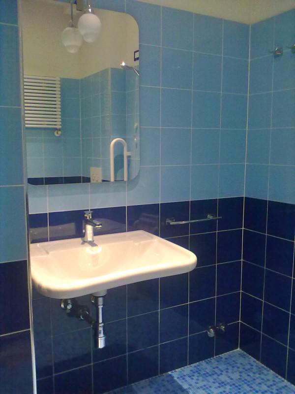 camera blu - bagno disabili